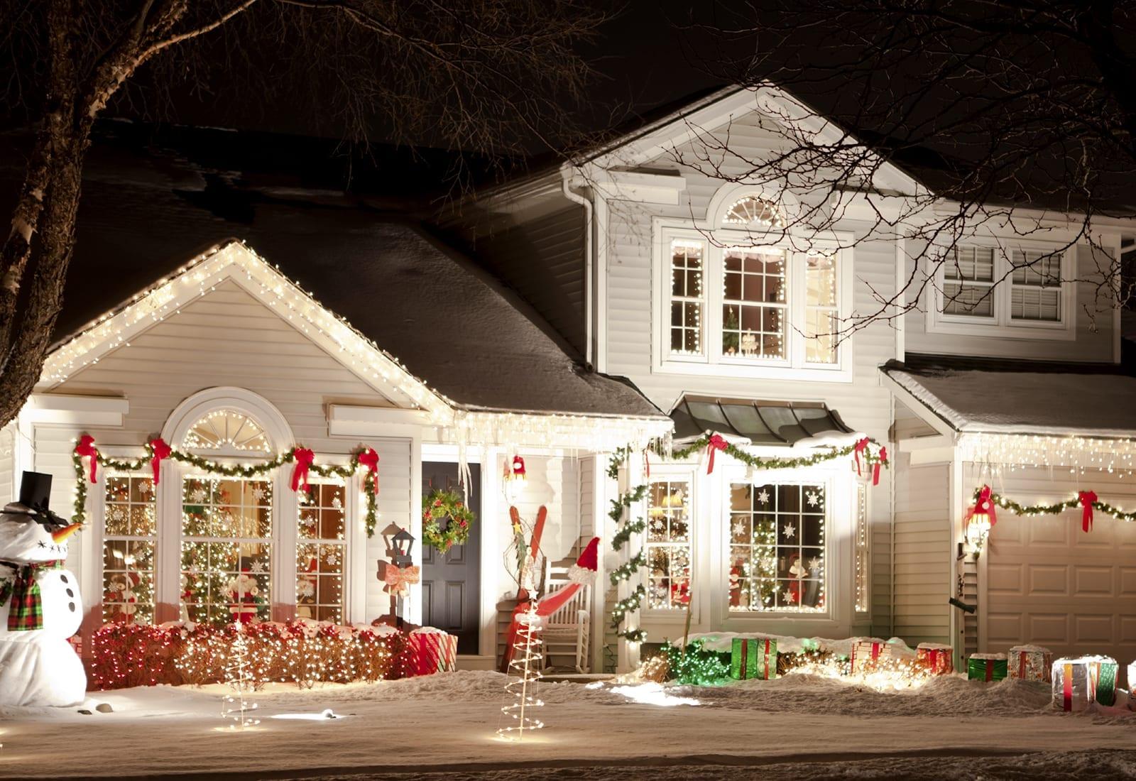 Christmas Lights & Outdoor Decor